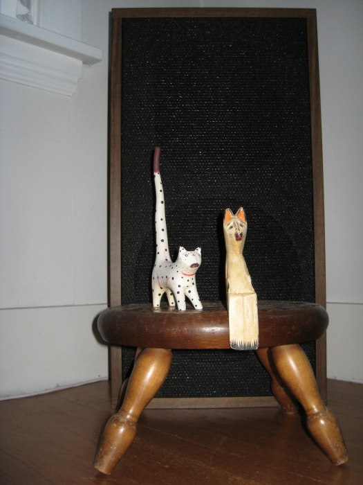 """- My blog is going to be about the cultural life of cats, very literary, you know, but not stuck up, kind of down home, back to the roots, folksy, backyardsy, and music, lots of musical licks and likes. - Oh. - Check out my first post! It's a photo post! The text will read, """"Dude! Check out the size of these speakers!"""" It's to make older readers, you know, from the 60's and 70's, feel welcome."""