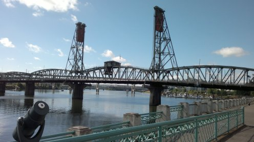 Hawthorne Bridge Looking South Upriver